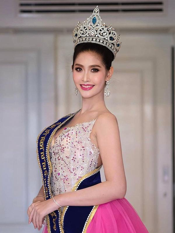"""Sắc vóc của Hoa hậu Chuyển giới Thái Lan từng là """"fan cứng"""" của Hương Giang - 11"""