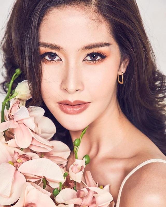 """Sắc vóc của Hoa hậu Chuyển giới Thái Lan từng là """"fan cứng"""" của Hương Giang - 14"""