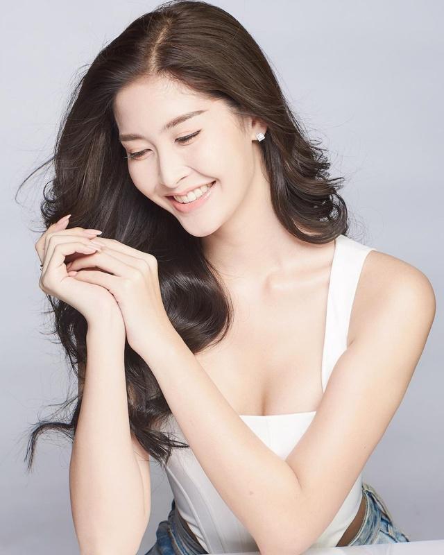 """Sắc vóc của Hoa hậu Chuyển giới Thái Lan từng là """"fan cứng"""" của Hương Giang - 15"""