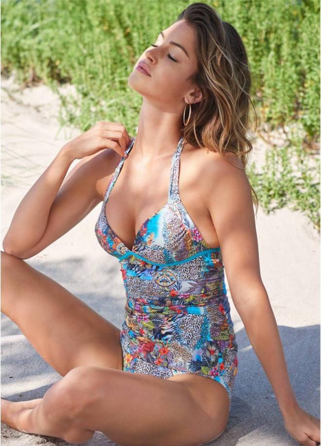 Mê mẩn ngắm nàng mẫu Gigi Paris xinh đẹp gợi cảm với đồ bơi sắc màu - 13
