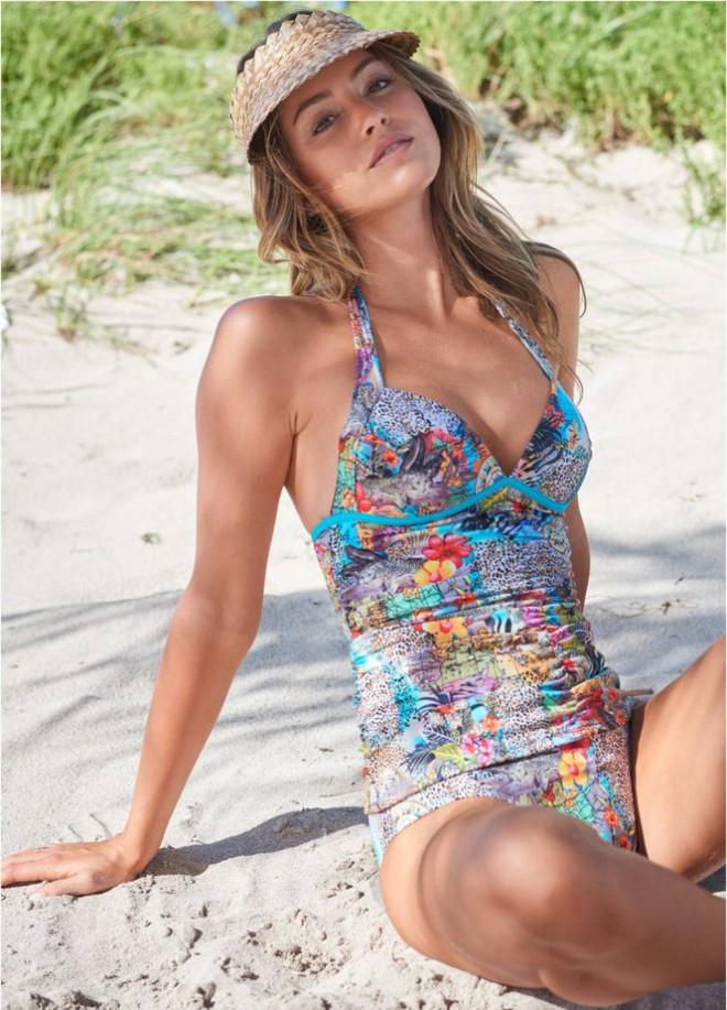 Mê mẩn ngắm nàng mẫu Gigi Paris xinh đẹp gợi cảm với đồ bơi sắc màu - 14