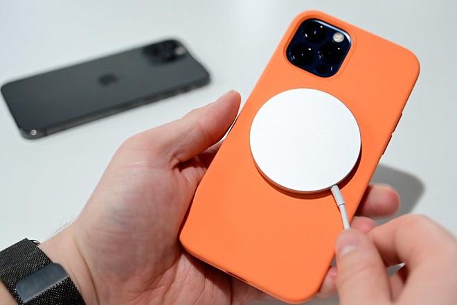 iPhone 12 đang gặp sự cố sạc không dây, Apple vội vã tìm cách khắc phục - 1