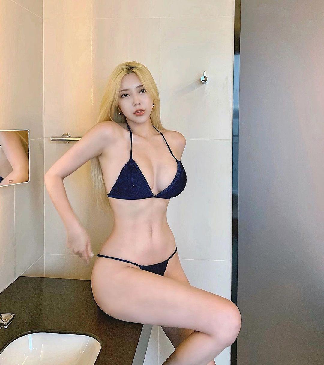 Siêu Mẫu Choi Somi Xinh Đẹp Với Gu Thời Trang Sexy