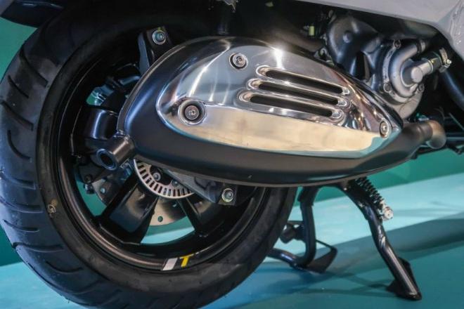 Cận cảnh xe ga hạng sang 2021 Vespa GTS 300 HPE Super Tech - 12