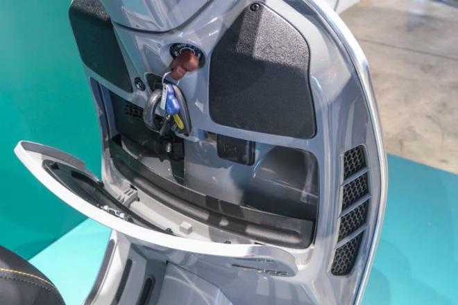 Cận cảnh xe ga hạng sang 2021 Vespa GTS 300 HPE Super Tech - 13