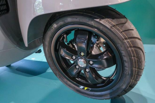 Cận cảnh xe ga hạng sang 2021 Vespa GTS 300 HPE Super Tech - 16