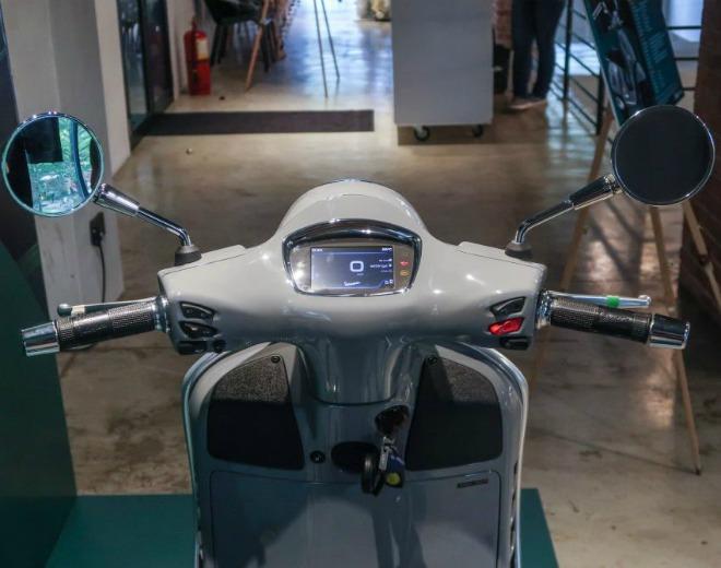 Cận cảnh xe ga hạng sang 2021 Vespa GTS 300 HPE Super Tech - 6