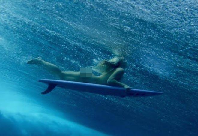 Nữ thần Australia lướt sóng không mặc gì gây ngạc nhiên - 7