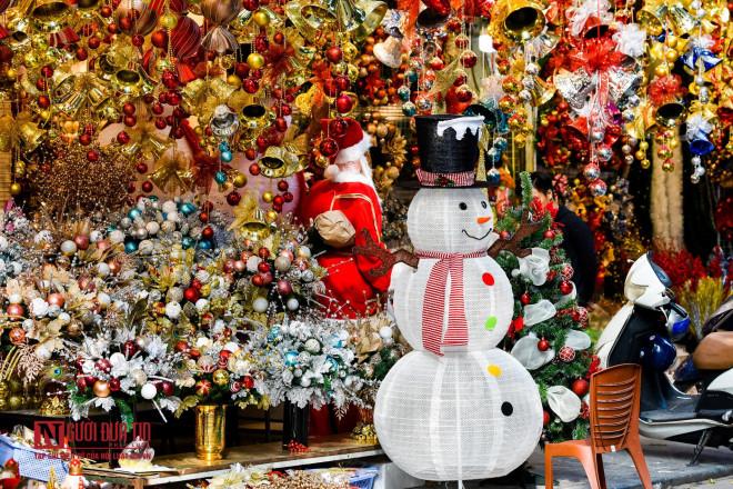 Hàng Mã rực rỡ sắc màu đón Noel - 2