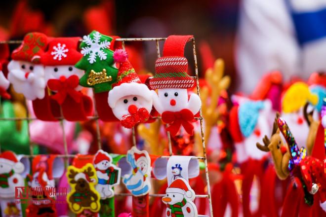 Hàng Mã rực rỡ sắc màu đón Noel - 4