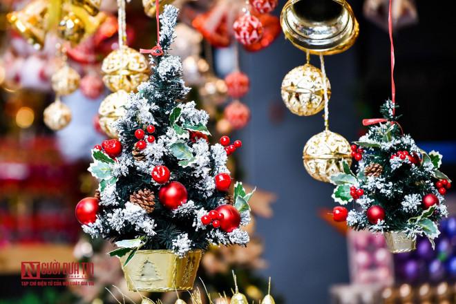 Hàng Mã rực rỡ sắc màu đón Noel - 6
