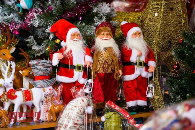 Hàng Mã rực rỡ sắc màu đón Noel - 3