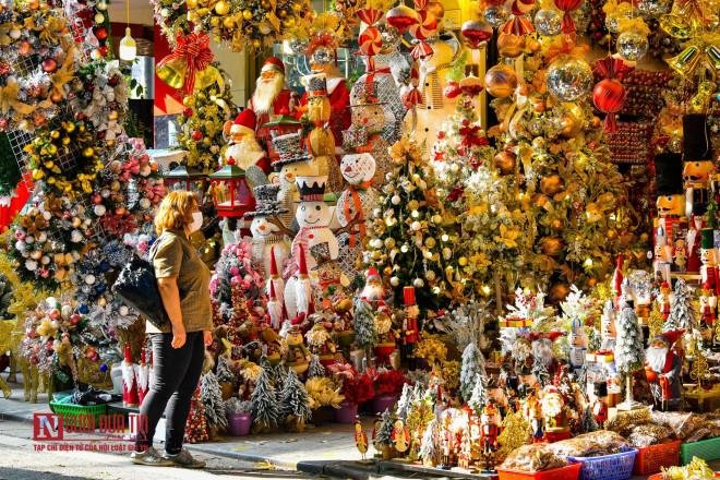Hàng Mã rực rỡ sắc màu đón Noel - 8
