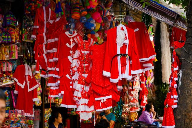 Hàng Mã rực rỡ sắc màu đón Noel - 9