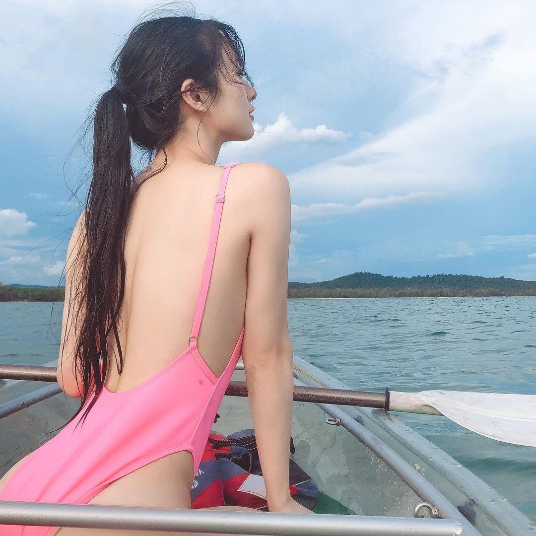 """""""Cô bé trà sữa Việt"""" khoe body như tạc với """"bikini hộp diêm"""" táo bạo - 10"""