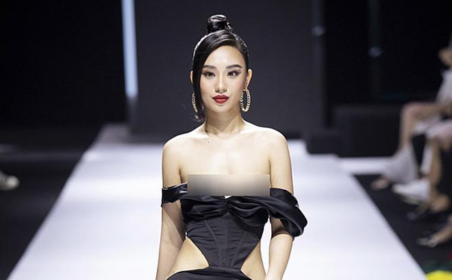 Hoa hậu Hà thành lộ ngực trên sàn diễn: Chiêu trò hay do bất cẩn?