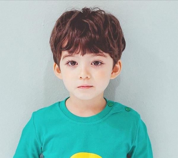 15 Kiểu tóc đẹp cho bé trai từ 1 đến 10 tuổi cực dễ thương và đáng yêu - 5