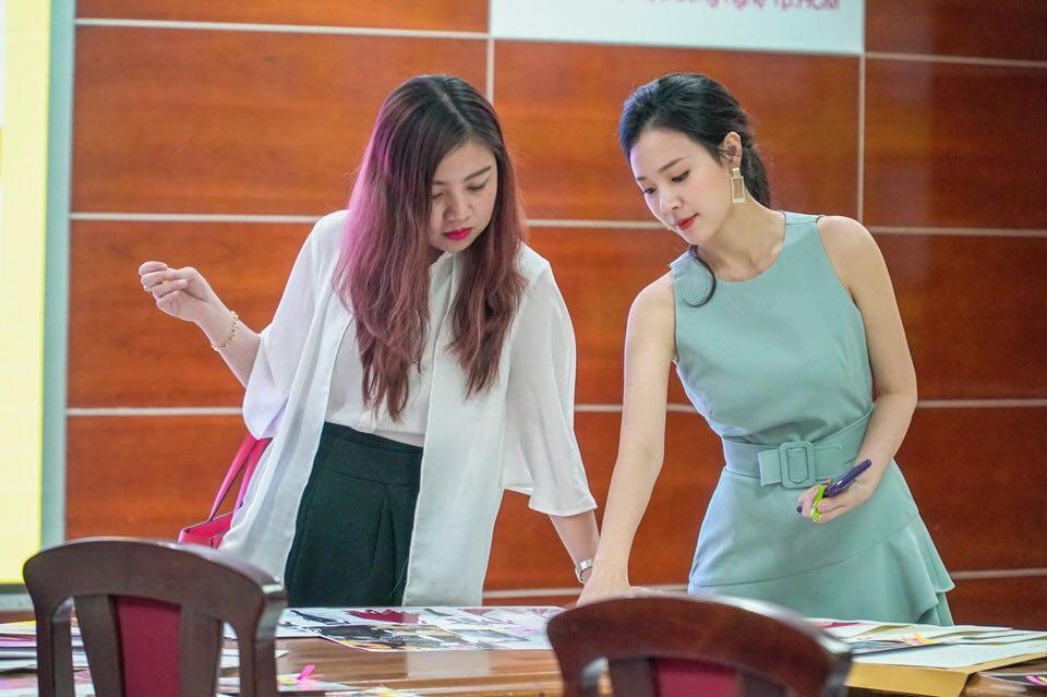 """Thời trang lên lớp của giảng viên Midu khiến sinh viên ngắm """"quên cả học"""" - 2"""