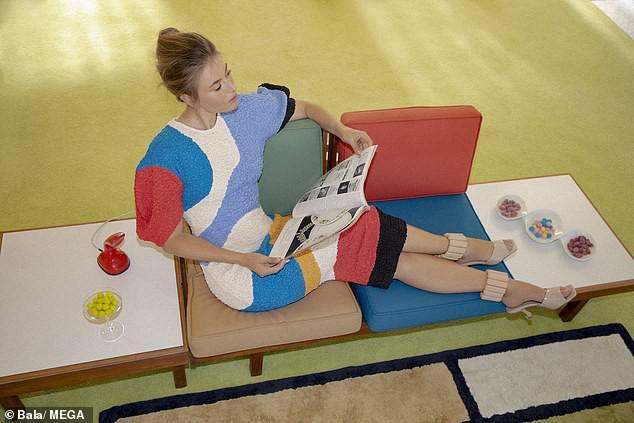 'Búp bê Nga' Maria Sharapova khoe sắc vóc tươi trẻ đầy cuốn hút với bikini - 3