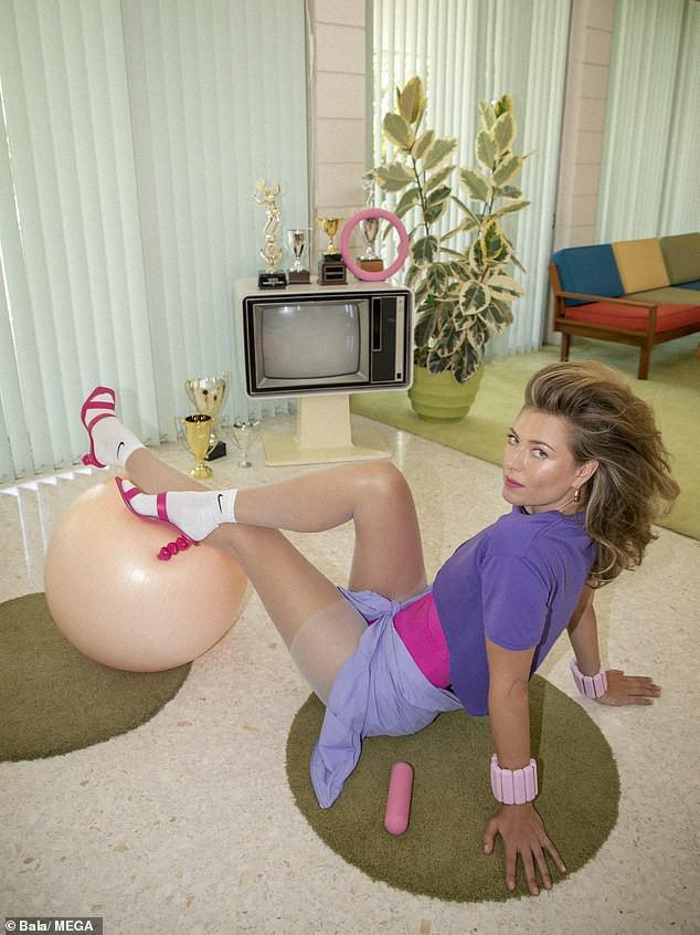 'Búp bê Nga' Maria Sharapova khoe sắc vóc tươi trẻ đầy cuốn hút với bikini - 10