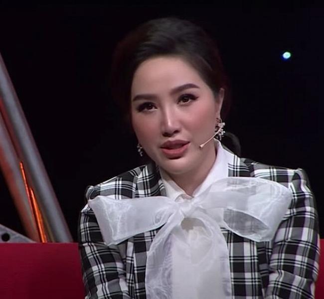 """Hoàng Thùy Linh, bạn gái tin đồn Sơn Tùng bị """"dìm hàng nhan sắc"""" trên truyền hình - 16"""