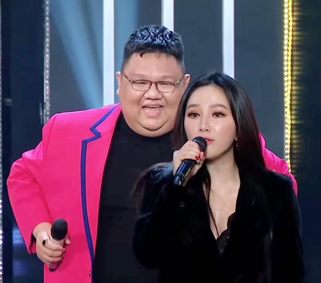 """Hoàng Thùy Linh, bạn gái tin đồn Sơn Tùng bị """"dìm hàng nhan sắc"""" trên truyền hình - 17"""
