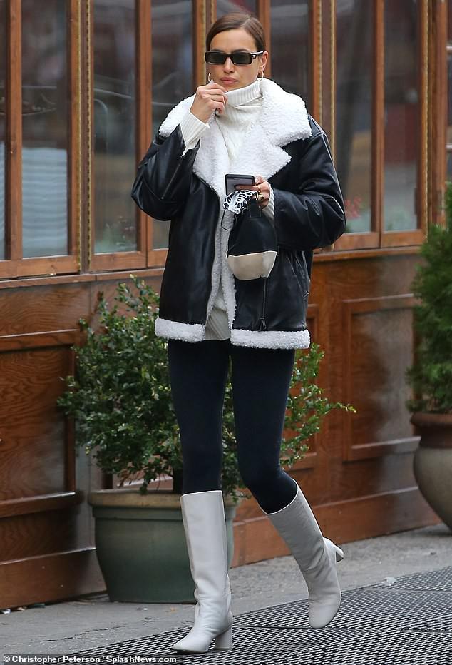 Irina Shayk tươi tắn rạng ngời với nụ cười tỏa nắng - 12