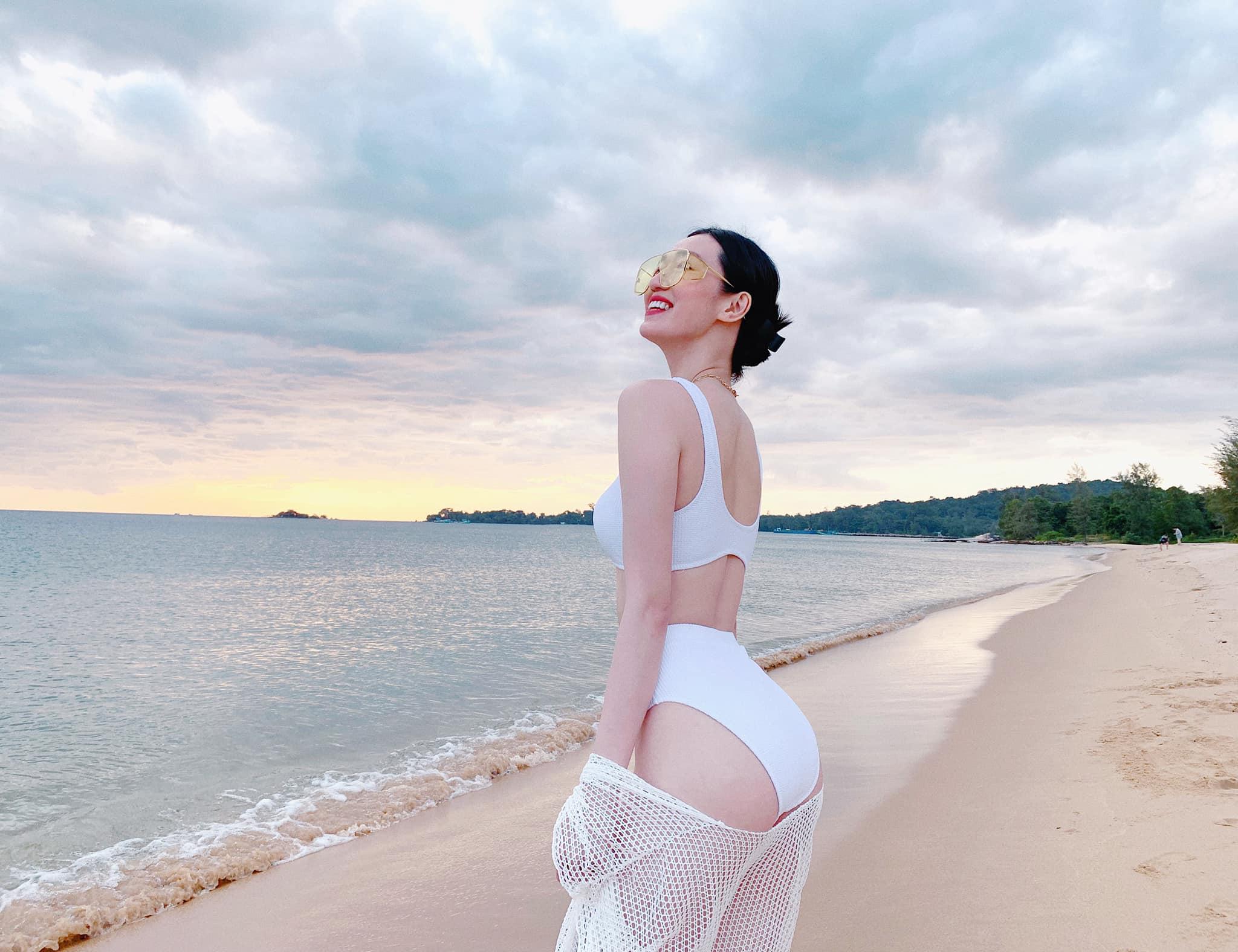 Tuyển tập bikini khoét hông cao của Khánh My, mặc quanh năm không chán - 3