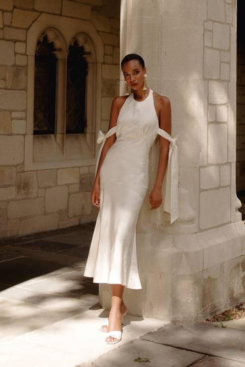 Các thương hiệu thời trang đang chạy đua với đích đến là mùa Xuân 2021 - 6