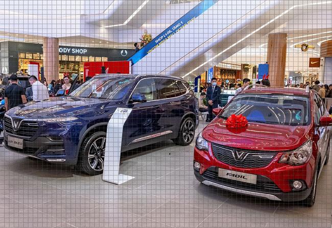 Người dân ùn ùn mua xe mới, giá ô tô vẫn giảm cả trăm triệu đồng - 2
