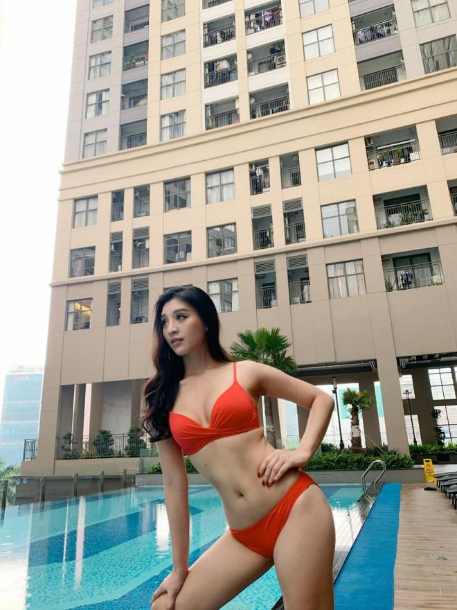 Người đẹp Áo dài Lê Thanh Tú nóng bỏng với bikini