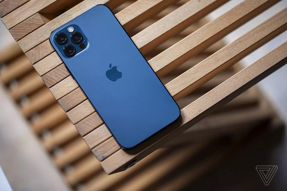 """Đi mua iPhone 12 vì sao nên """"dẹp ngay"""" hàng xách tay để mua ngay chính hãng? - 4"""