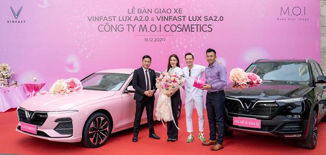 Ca sĩ Hồ Ngọc Hà mạnh tay tậu liền lúc 4 xe ô tô VinFast - 2