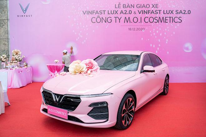 Ca sĩ Hồ Ngọc Hà mạnh tay tậu liền lúc 4 xe ô tô VinFast - 3