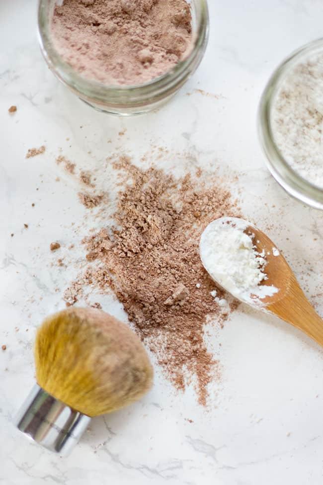 Cách để tóc mềm mại, sạch thơm mà không cần gội đầu trong ngày đông giá rét - 1