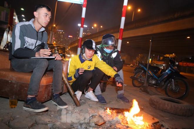 Ảnh: Lái xe công nghệ Hà Nội xoay xở mưu sinh trong thuế phí và giá lạnh - 2