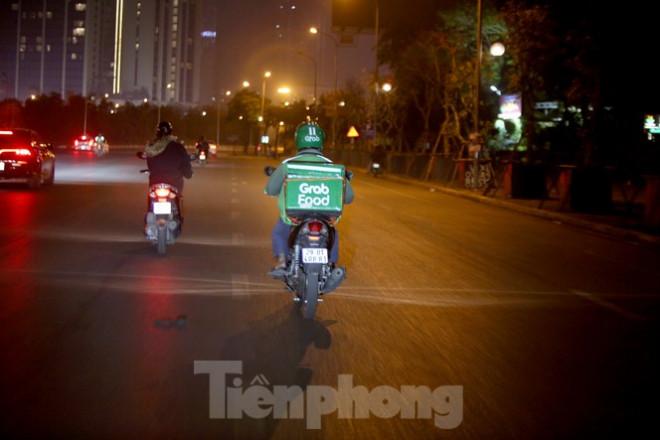 Ảnh: Lái xe công nghệ Hà Nội xoay xở mưu sinh trong thuế phí và giá lạnh - 7