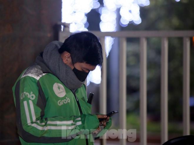 Ảnh: Lái xe công nghệ Hà Nội xoay xở mưu sinh trong thuế phí và giá lạnh - 10