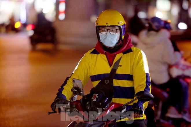 Ảnh: Lái xe công nghệ Hà Nội xoay xở mưu sinh trong thuế phí và giá lạnh - 12