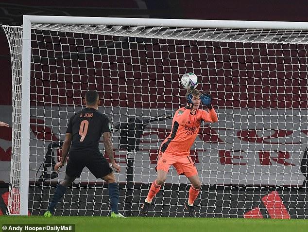 Thủ môn Arsenal mắc sai lầm như trò hề khiến đội nhà bị loại, Arteta nói gì? - 1
