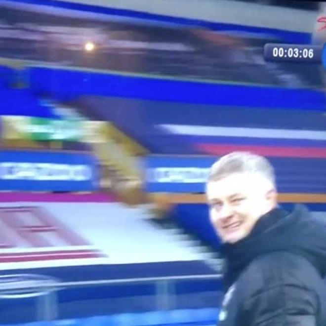 HLV Solskjaer ra ám hiệu với Pogba, MU đau đầu vì siêu tiền đạo Leicester - 1