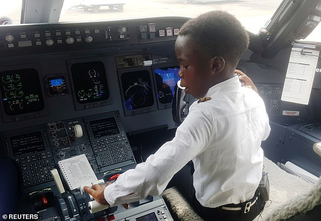Cậu bé 7 tuổi nổi tiếng nhờ tài lái máy bay - 3