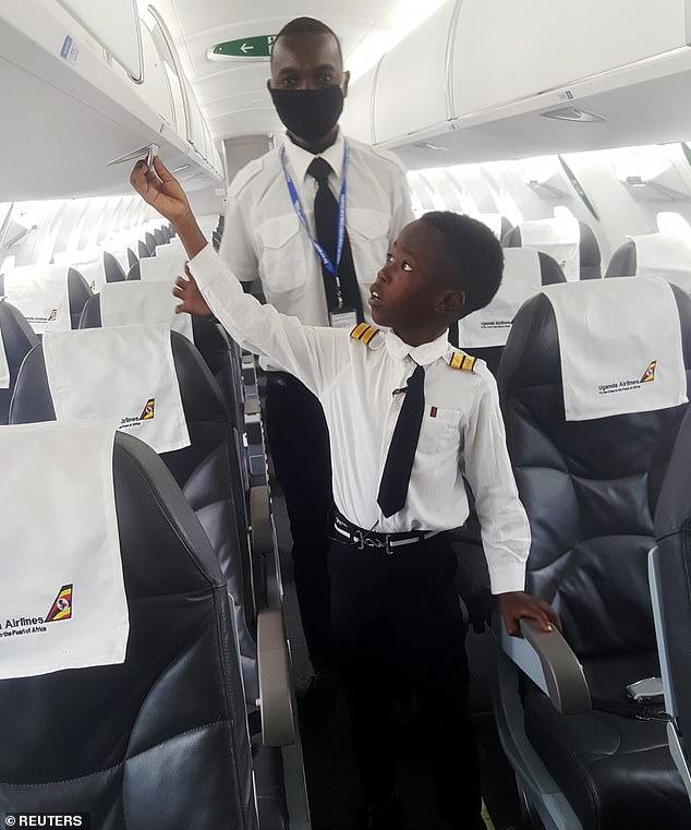 Cậu bé 7 tuổi nổi tiếng nhờ tài lái máy bay - 4