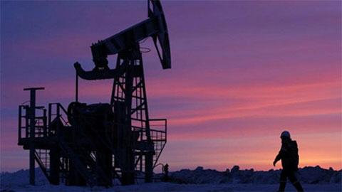 Giá dầu hôm nay 25/12: Tồn kho giảm, giá dầu tăng tốt - 1
