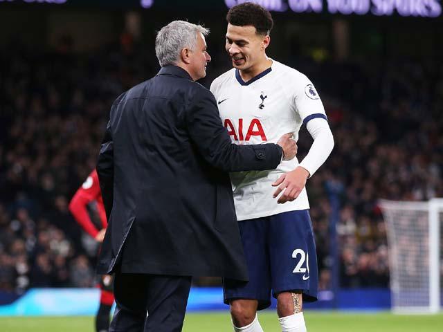 Tin mới nhất bóng đá tối 25/12: CĐV Tottenham ủng hộ Dele Alli, chống lại Mourinho - 1