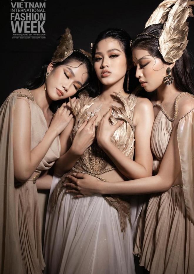 Top 3 Hoa hậu Việt Nam 2020 liên tục toả sáng trên sàn catwalk