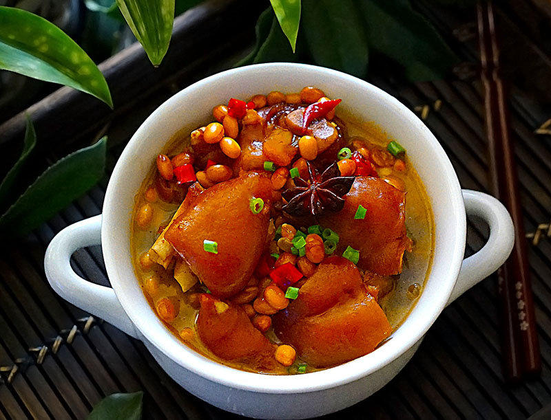 Chân giò hầm với loại đậu rẻ tiền này, thịt mềm thơm, đặc biệt tốt cho phụ nữ