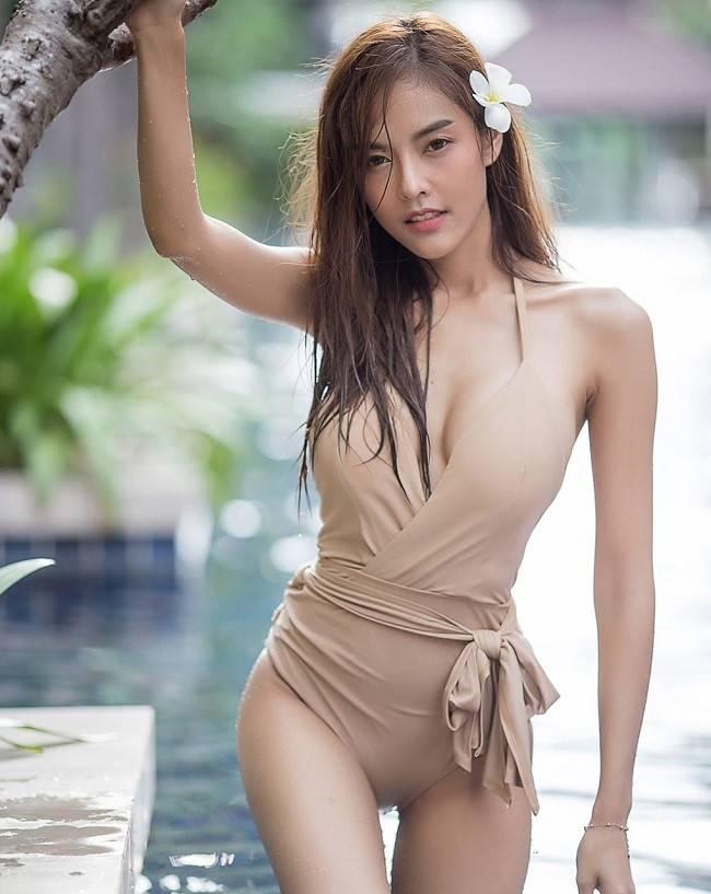 """Giật mình thon thót vì bộ bikini đặc biệt tôn hình thể """"bom di động"""" của cô gái đẹp - hình ảnh 4"""