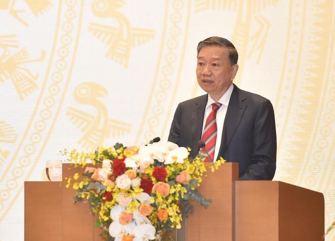 Bộ trưởng Tô Lâm: Có hàng trăm người xuất nhập cảnh trái phép mỗi ngày - 1