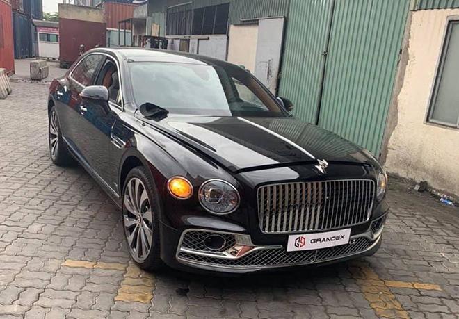 """""""Xe nhà giàu"""" Bentley Flying Spur W12 2020 thứ ba cập cảng Việt Nam"""